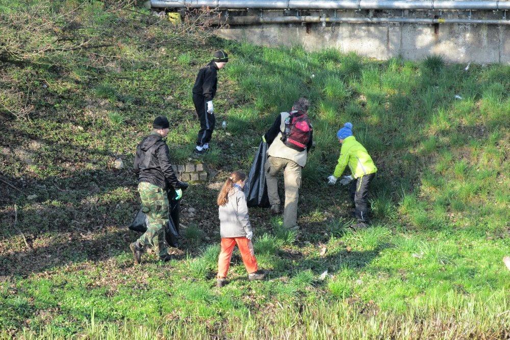 Mladí rybáři uklidili řeku Svitavu